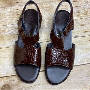 Like New Brown SAS Sandals Women's Size 9